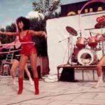 GiroMike 1983. Sul palco del Teatro Verde al Parco Fucoli di Chianciano Terme (SI), Marina Marfoglia rilancia l'hula hoop.